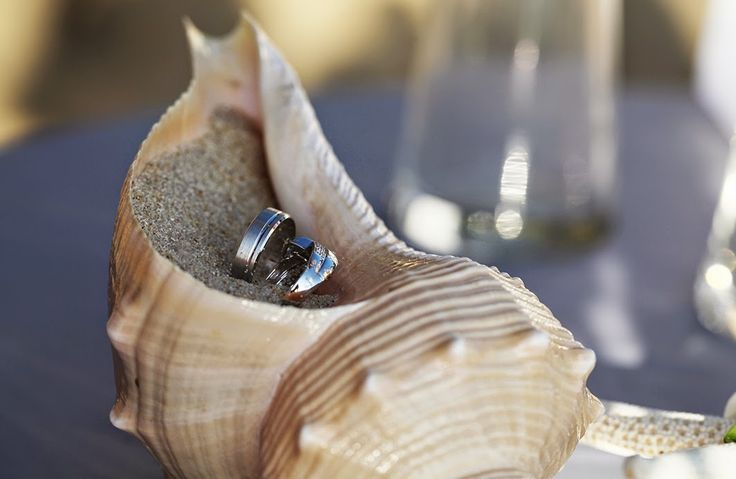 destination wedding planner, italian, thailand, phuket, marriage, matrimonio, spiaggia, beach, intimate, barefoot, shell, ring pillow
