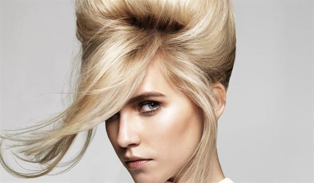 Get a fashionable 60s hairstyle in 4 easy steps! | 'n Moderne 60's haarstyl in 4 maklike stappe www.rooirose.co.za