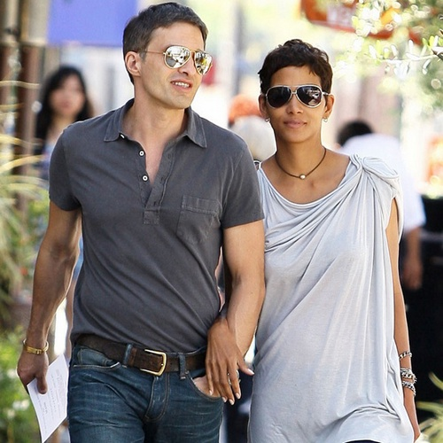 pictures of halle berry and olivier martinez in may of 2011 - Bing Images
