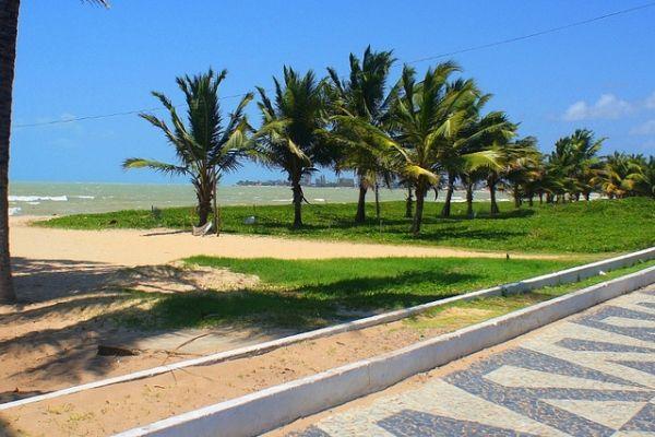 Praia de Intermares, em João Pessoa. Visite o BrasilGuias