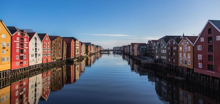 Along the mouth of the river Nidelven in Trondheim you will find traditional fishermen wharfs which today house restaurants, bars, offices and flats. Want to experience Trondheim for yourself?