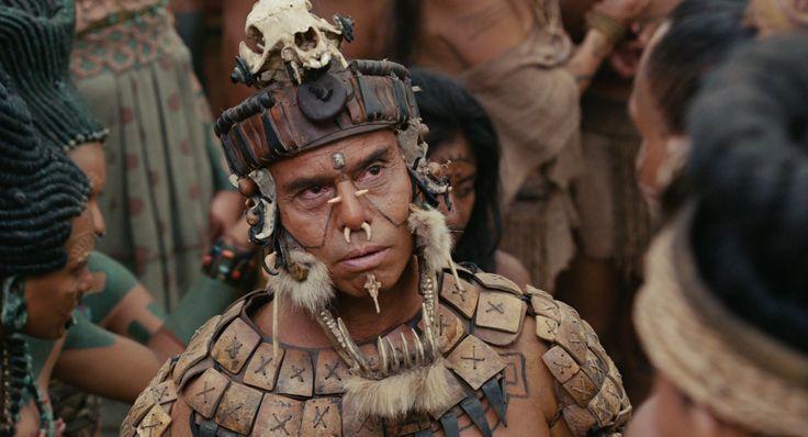 Still uit Mel Gibson's film Apocalypto (2006), http://www.imdb.com/title/tt0472043/. Het is naar, de still is ook erg indringend en hij is zelf ook een beetje eng. Intens, doet me onveilig voelen.
