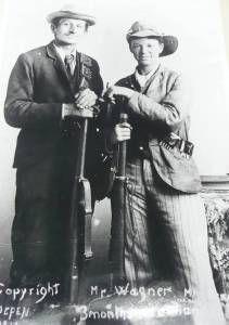 Jacoba Barrett (Right) in battle gear Boer war During the battle of Spioenkop