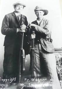 Jacoba Barrett (Right) in battle gear Boer war During the battle of Spioenkop