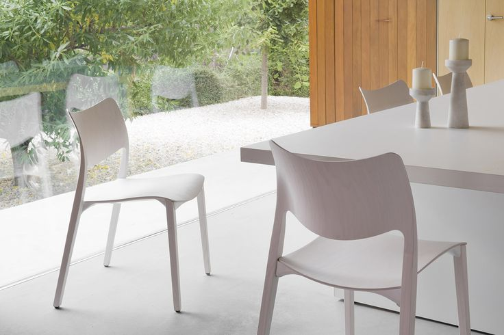 """""""STUA Laclasica chair has been designed to look light and to feel comfortable due to the use of curved surfaces"""" Jesus Gasca LACLASICA: www.stua.com/design/laclasica"""