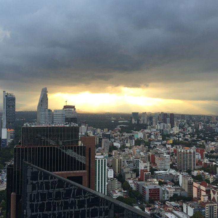 Una tarde en la Ciudad de México,  Zona Centro CDMX, Vista hacia Santa Fe, desde torre Mapfre. Autoría: GC