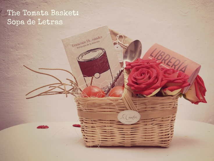 Tomata Creativa Gift Basket con una docena de rosas y libro de tu elección :)   Contacto: 044 22 22 99 90 92  http://www.facebook.com/LaCanasteriaGB http://lacanasteria.wordpress.com/