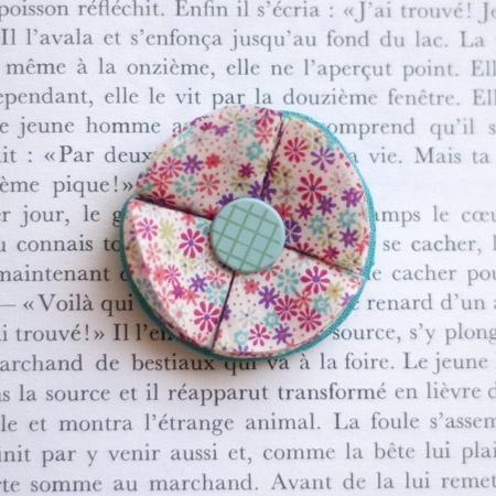 """1.7"""" Fabric brooch 'Feuilles de Printemps' - $13.30  #broche #brooch #tissu #fabric #peachbanana"""