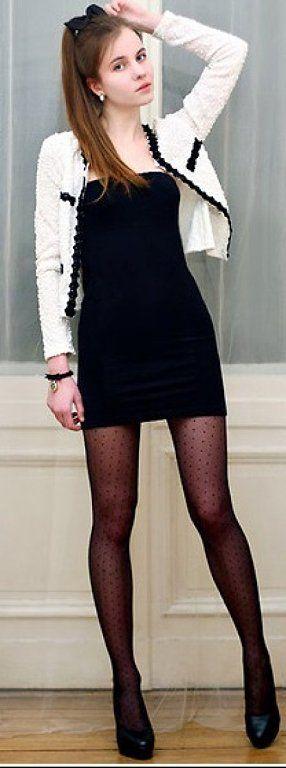 Vestido negro y medias negras