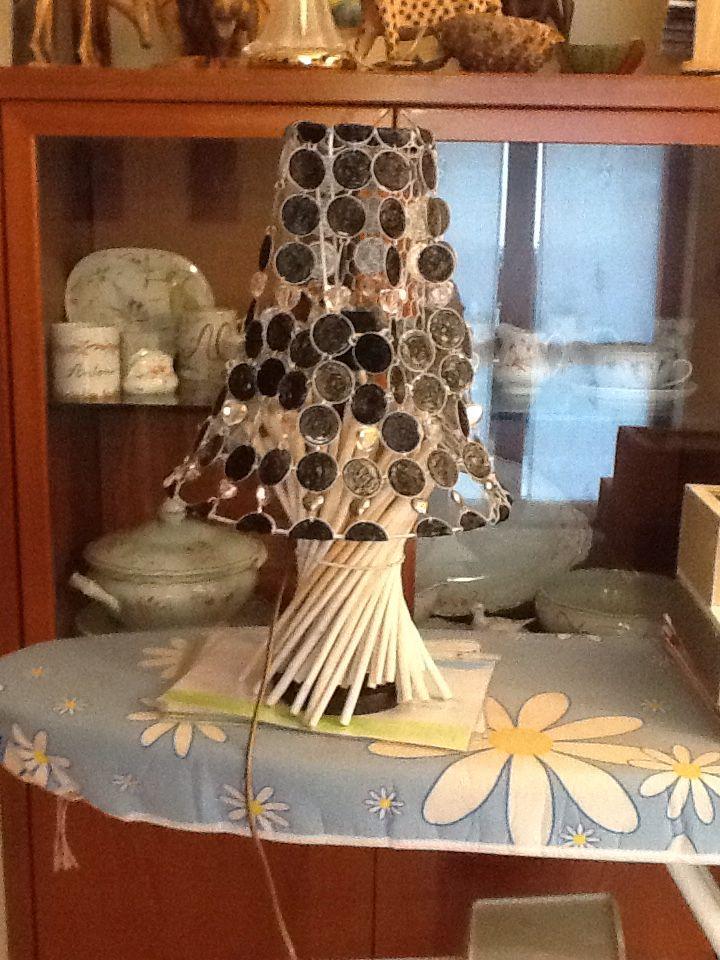 Paralume fatto con cialde del caffè, cristalli di Rocca e cuori in argentone