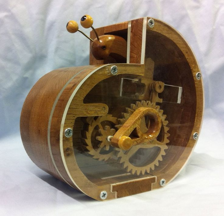 "Wooden coin bank ""schneckchen"" (snail) from Alex Wallis. Plans available at holzmechanik.de"