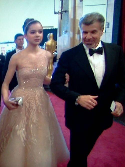 Hailee Steinfeld Father | Hailee Steinfeld's dad looks like the love child of Christoph Waltz ...