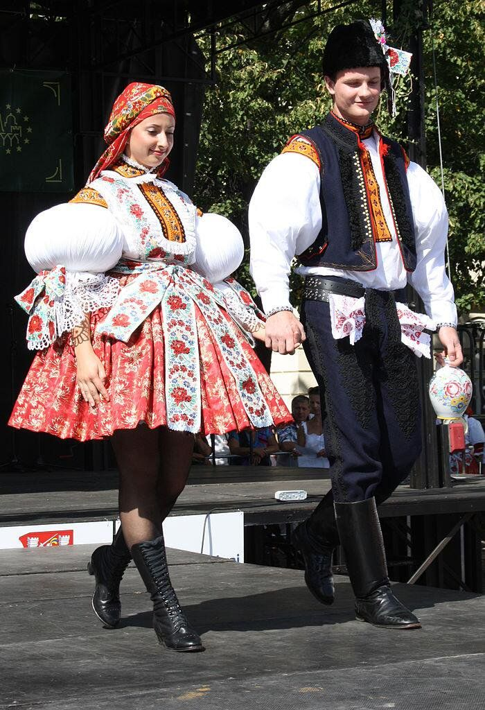 """民族衣装bot on Twitter: """"チェコ、Slovácko Wine Festival and Open Heritage Uherské Hradištěの一コマ。By Atillak[CC-BY-SA-3.0],via Wikimedia Commons https://t.co/G1Uzse3gIS"""""""