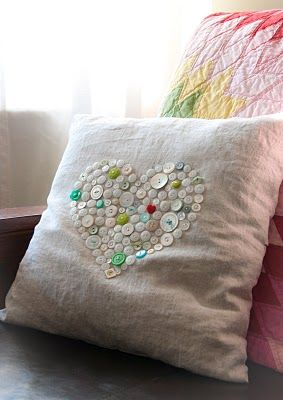 Vintage Button and Repurposed Linen  Pillow   American Swede(http://americanswede.blogspot.com/2011/01/vintage-button-and-repurposed-linen.html)