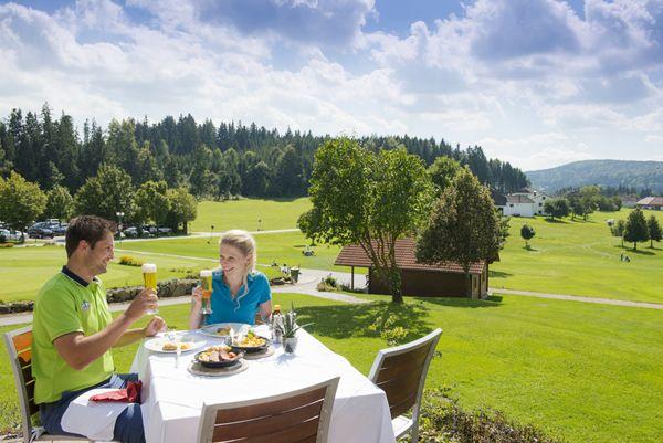 Nach dem #Golfen die kulinarischen Besonderheiten im #Granithügelland genießen. Weitere Informationen zu #Golfurlaub im #Mühlviertel in #Österreich unter www.muehlviertel.at/golfen - ©Oberösterreich Tourismus/Erber