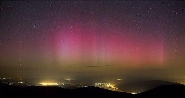 Sarki fény a Pilis fölött. Pilisszentkereszt, 2015. március 18. Sarki fény (aurora borealis) a dobogókői kilátóból fotózva 2015. március 18-án. MTI Fotó: Mohai Balázs