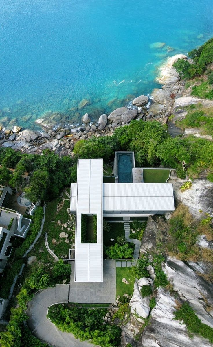 Fantastic… If I ever win the lotto, this is a great house :)