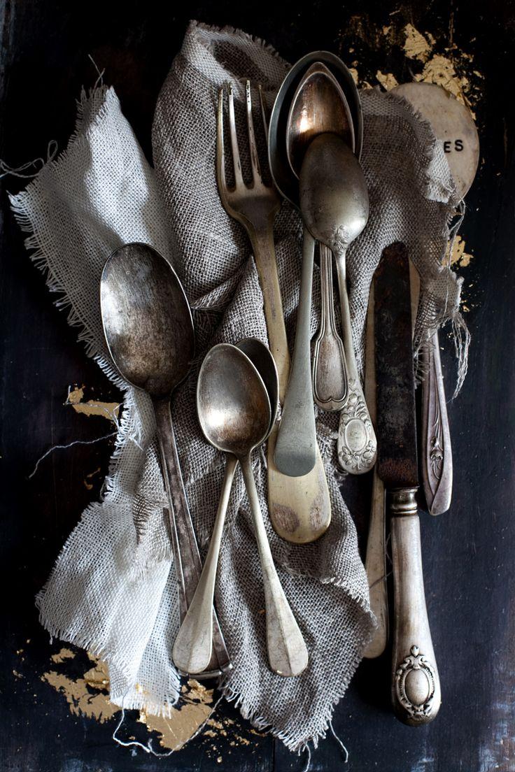 cutlery: Antiques Silver, Tables Sets, Old Silverware, Wedding Style, Vintage Cutlery, Fleas Marketing Finding, Tarnished Silver, Vintage Silverware, Old Stuff