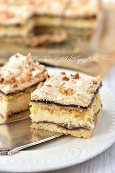 Schichtkuchen mit Puddingcreme und Baiserhaube