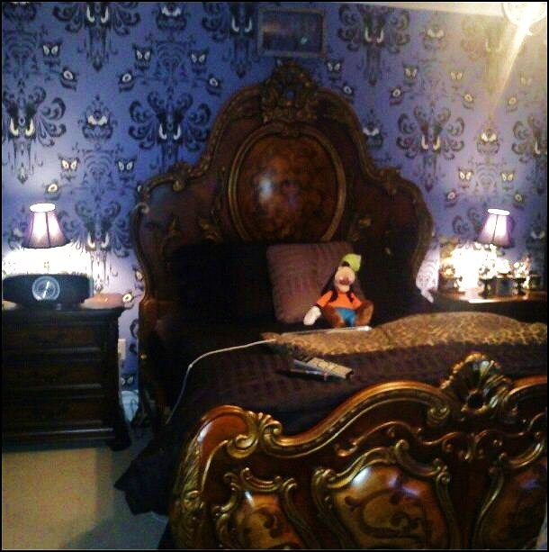 Haunted mansion themed room salon idea pinterest for Haunted room ideas