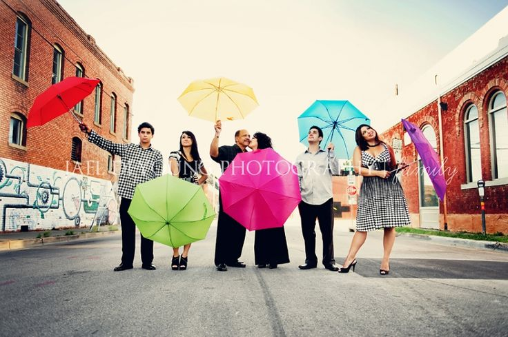 good example of staging a group of adults -- The Escobar Family   Dallas family photographer » Jael DeYoung Photography Blog