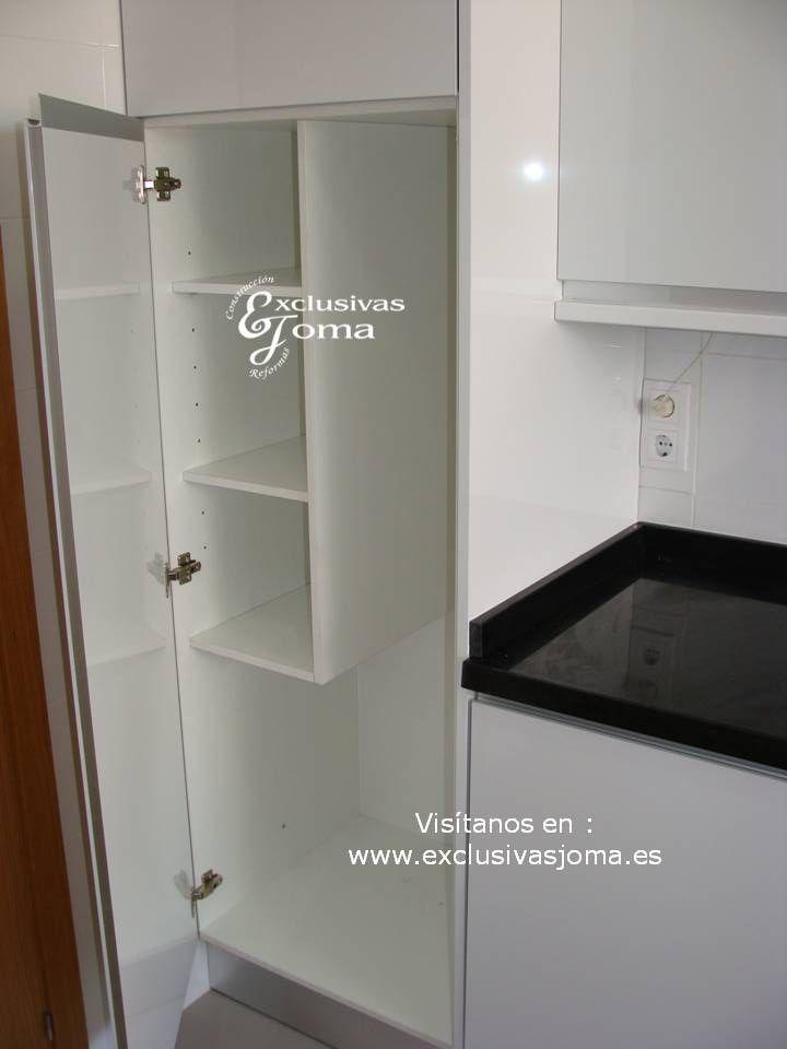 realizacin de muebles de cocina en blanco alto brillo con tirador incorporado en puerta uero