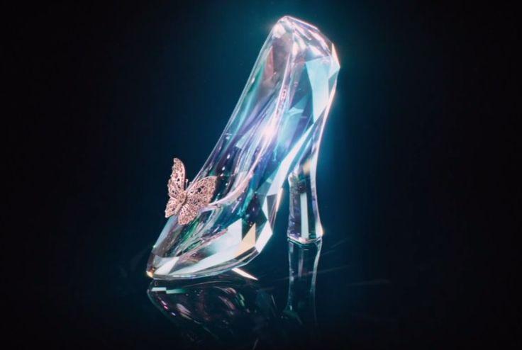 "Disney mostra sapato de cristal no primeiro teaser e pôster de ""Cinderela"""