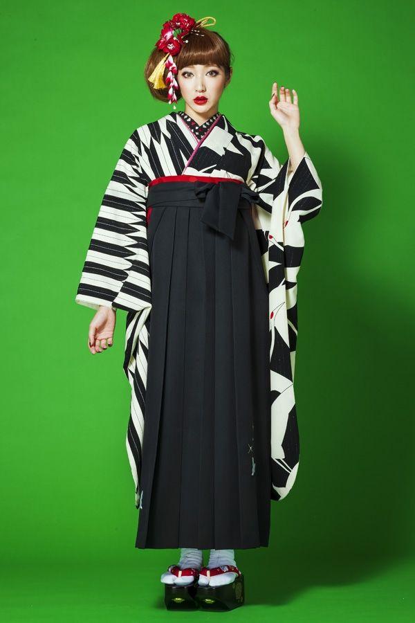 レトロ柄袴 黒/白色ストライプレトロ系袴 STYLEが大人気 卒業式の袴Styleは女の子の特別な1日!友達と差をつける!!