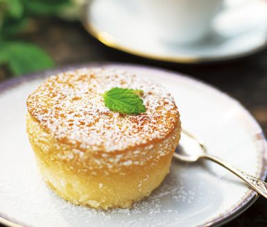 Det här receptet på Grefve Pehrs äppelmuffins är härliga, fluffiga och saftiga äppelmuffins som dessutom är glutenfria då du bakar de på glutenfri mjölmix. Garnera gärna med florsocker för sockersöta muffins!