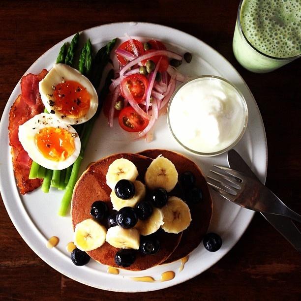Today's breakfast. Banana and Spinach Milk. バナナとほうれん草牛乳 - @keiyamazaki- #webstagram