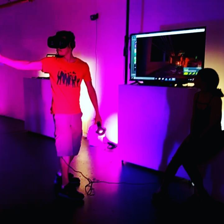 When they come from behind.. Shoot zombies and other creatures in VR @jumpintothelightnow 👉tag a friend who's afraid of zombies 👈 #jumpintothelight #vrcinema #vrplaylab #vt #ar #virtualreality #fun #zombie #games #arcade #gallery #vrart #awesome #les #lowereastside #nyc #nyny #newyork...