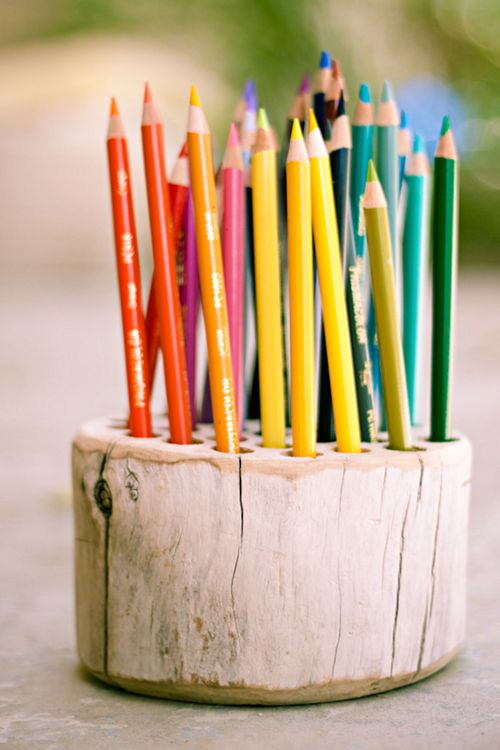 Strawberry-Chic shows us how to make this Rustic Pencil Holder.: Diy Ideas, Wood, Pens Holders, Colors Pencil, Handmade Gifts, Art Supplies, Trees Stumps, Paintings Brushes, Pencil Holders