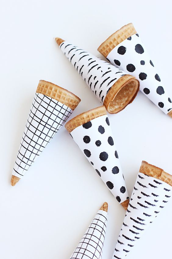 black and white ice cream cones FREE printable What a lovely thing! A FREE printable that you'll all want to wrap around your ice creams... This time of year, you can't go wrong with an ice cream right - and…