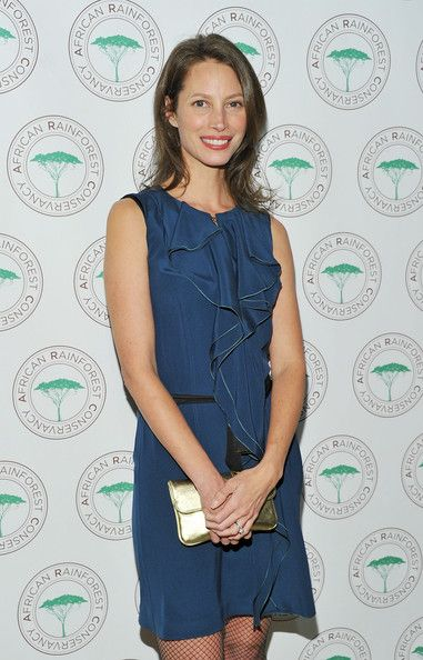 Christy Turlington Photos - Model Christy Turlington attends the African Rainforest Conservancy's 20th anniversary Artists for Africa Celebration at the Prince George Ballroom on February 9, 2011 in New York City. - African Rainforest Conservancy's 20th Anniversary Artists For Africa Celebration Benefit