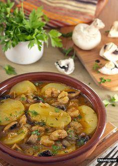 Patatas en salsa con gambas y champiñones…