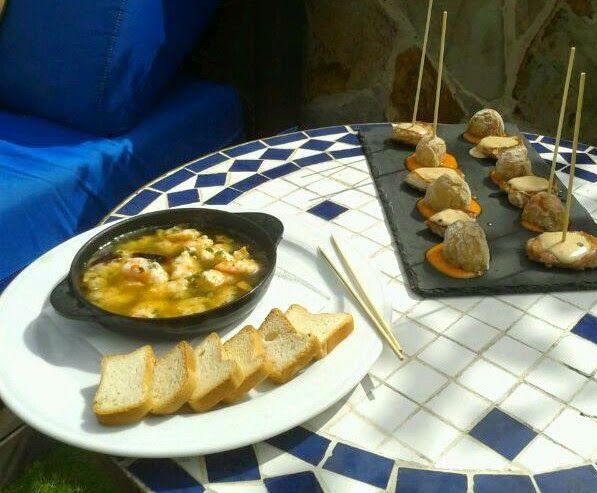 garlic prawns - gambas al ajillo