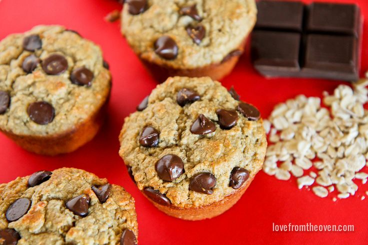 Love cookies and muffins? Combine them with these delicious and easy oatmeal cookie muffins! A sweet way to wake up! Easily adapted for gluten free eaters.
