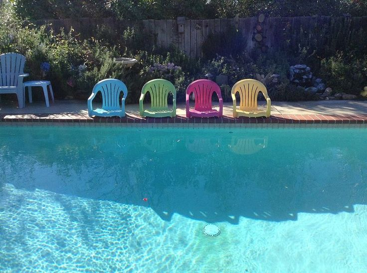 Repurposed white plastic chairs to painted pool chairs for Plastic garden pool