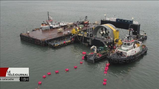 Une turbine marémotrice géante a été installée avec succès lundi dans le bassin des Mines, près de Parrsboro, en Nouvelle-Écosse.