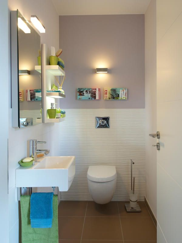 Das kleine Gäste-WC im Erdgeschoss ist jetzt ein echtes Schmuckstückchen.Vergrößert um nur einen Quadratmeter Flurfläche, gewinnt das WC