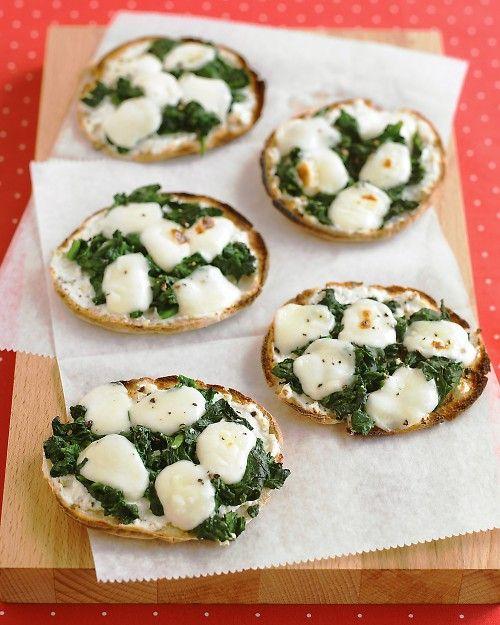 Mini pizzas de espinacas y queso