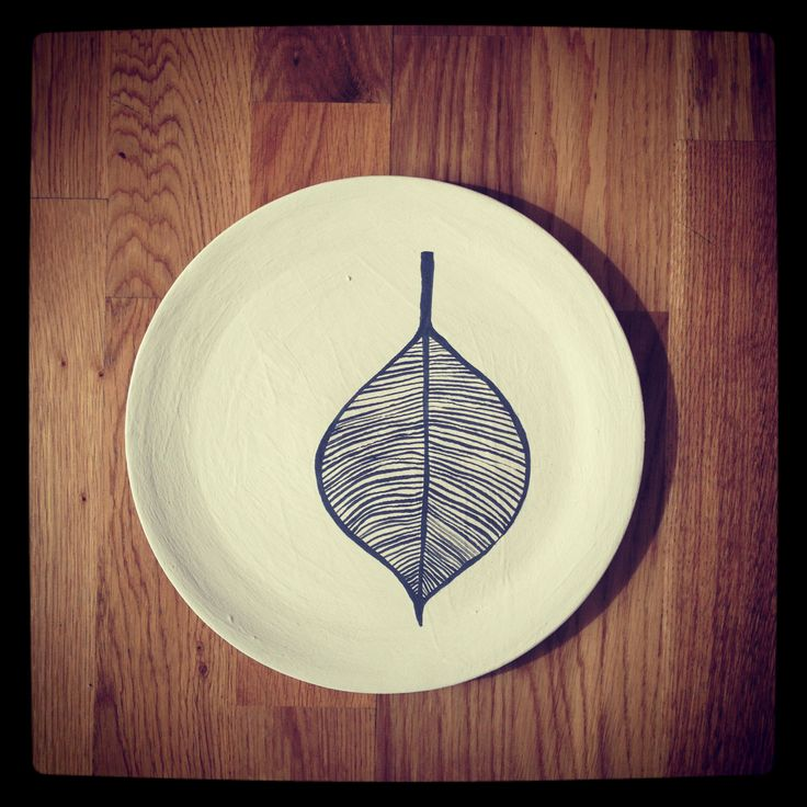 Piatto dipinto a mano serie vegetale by Giorgia Atzeni
