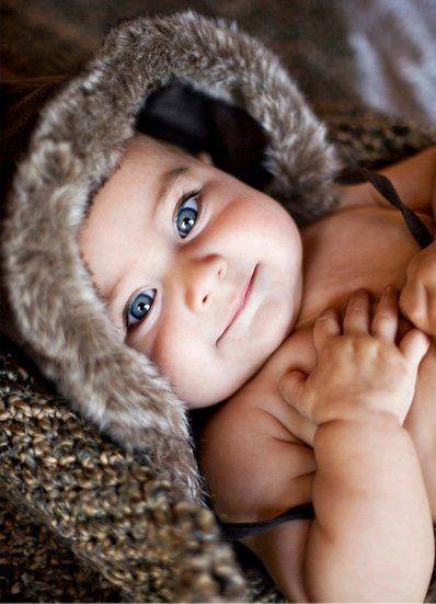 bébé avec capuche fourrure
