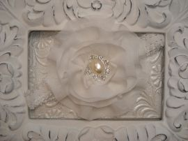 Haarband met witte chiffon bloem met strass
