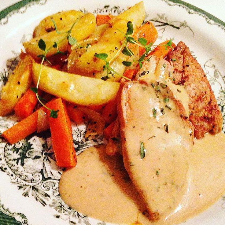 Fläskytterfilé, rostade rotfrukter och dragon- & senapssås vart kvällens middag 👌 inspiration och recept från @jenniewallden 😊 #fläskytterfile #rostaderotfrukter #rotfrukter #dragon #senapssås #dijonsenap #helgmiddag #middag #mittkök #imittkök #matlagning #inspiration #tips #mattips #helgmat #gott #recept #receptnu #recepttips #dinner #food #mat #instagood #instafood