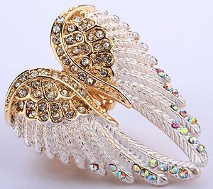 Cute Angel Wings stretch ring.