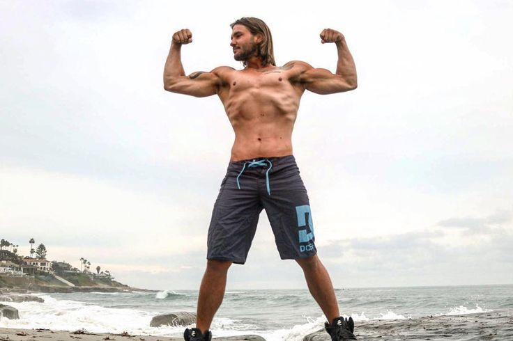 Good morning! Dont let the struggles of the day bring you down! Stand tall keep your head up and when in doubt... flex it out!!  We are all in this together! : @danielh62 . . . #lajolla #beach #motivation #geek #nerd #longhair #bodybuilding #fitness #fitnessmodel #flex #pump #sandiego #physique #menshealth #tattoos #starwars #constructionworker #losangeles #gym #gymflow #motivational #photography #picoftheday