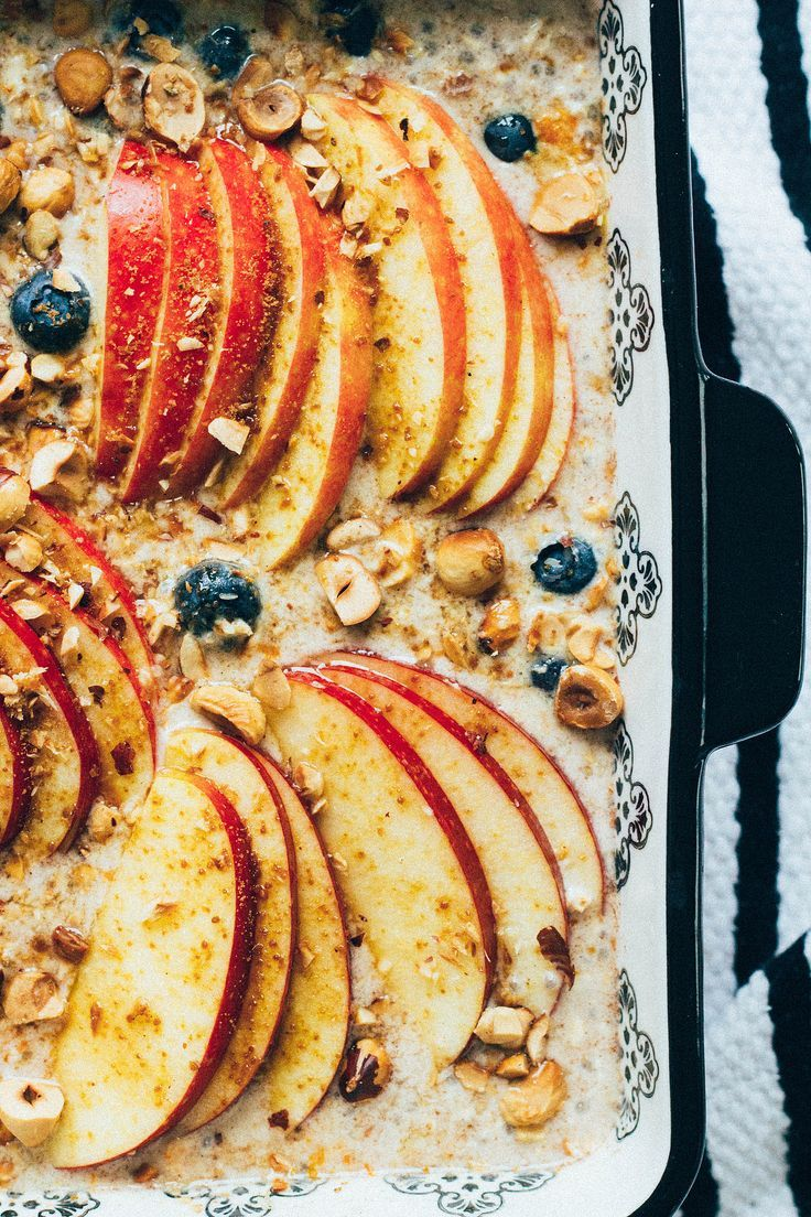 oven-baked oatmeal with apples & blueberries