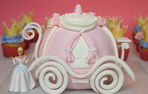 Cinderella's Carriage Cake ~ wow... love!