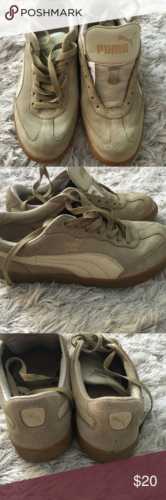 Puma liga shoes Still in good condition had good use but in still really good condition no rips. Size 7 in men! It's a women 9 but fits an 8-8.5 better. Has a little crack on the tongue but not to noticeable Puma Shoes Sneakers